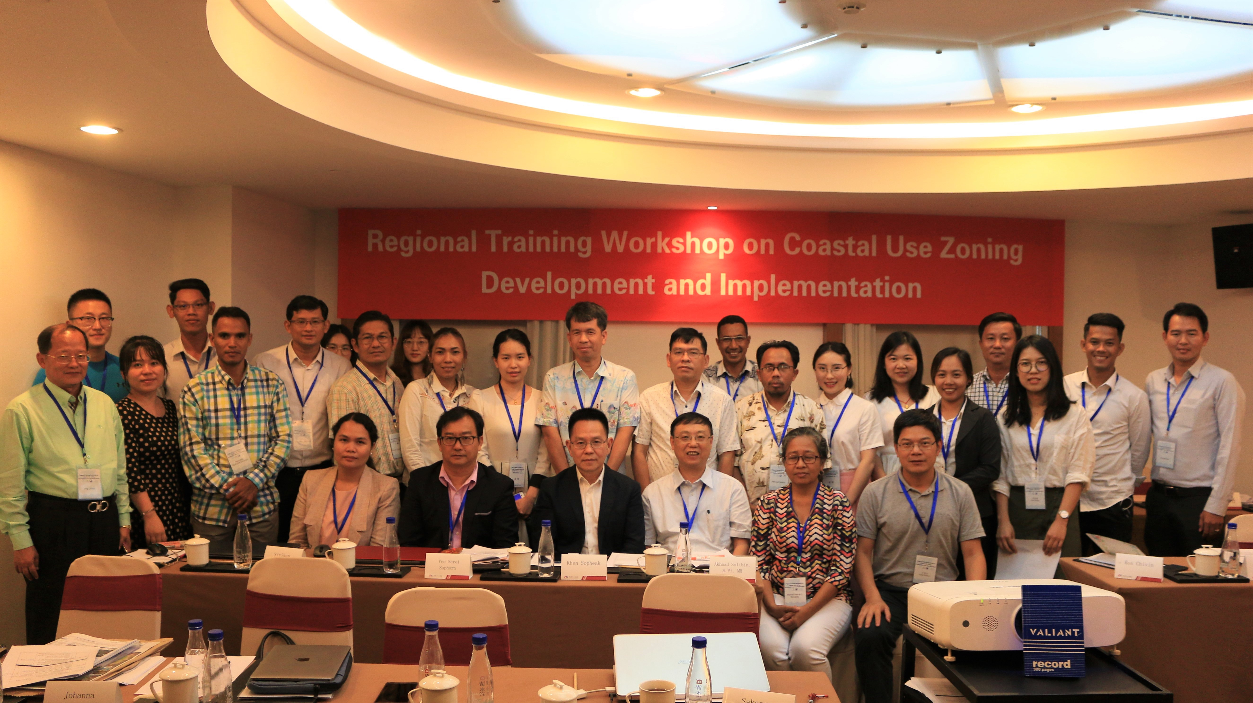 Attendees of the PEMSEA and XMU-COMI CUZ training pose for a group photo