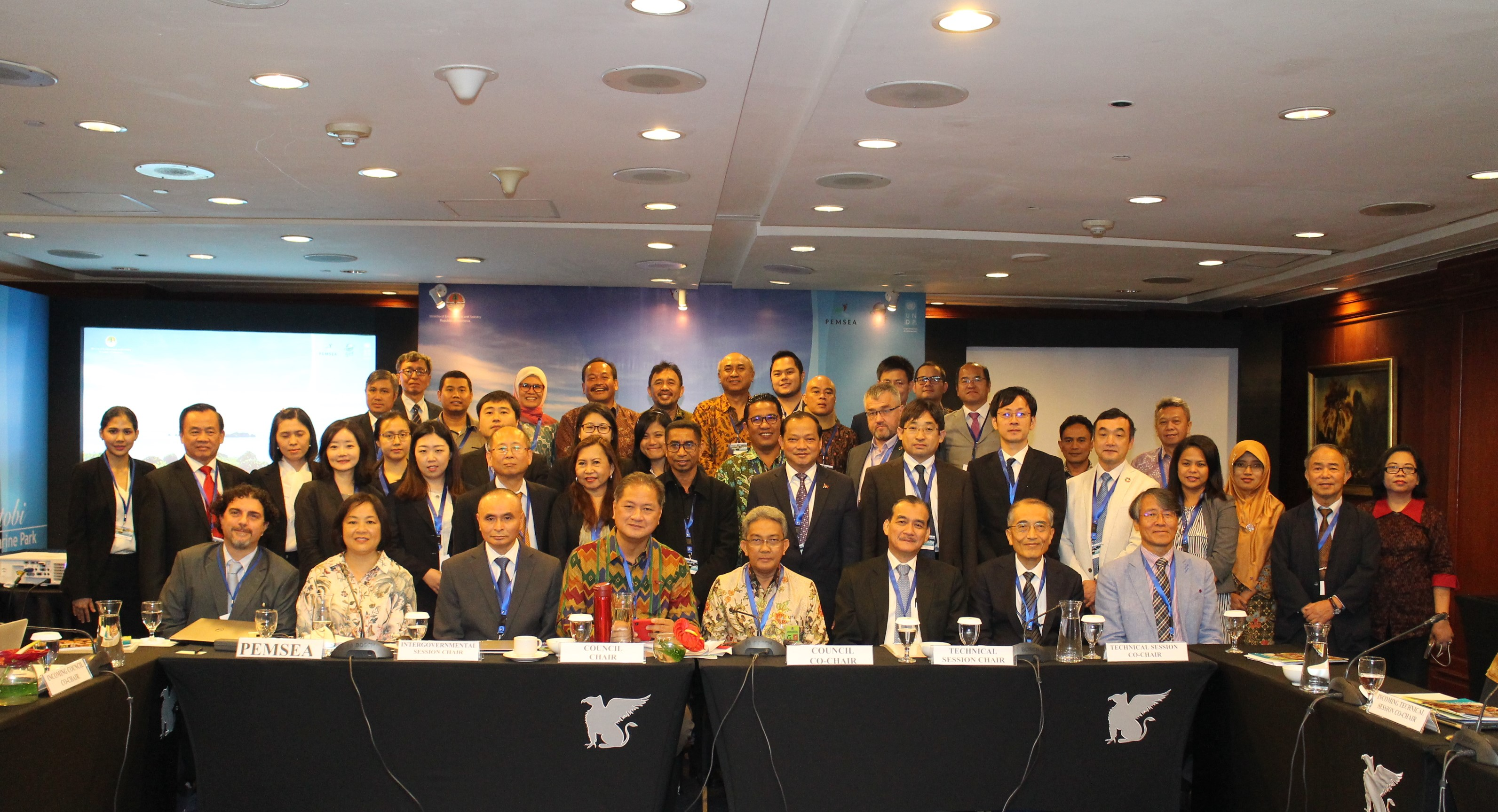 Attendees of the 11th EAS Partnership Council Meeting pose for a group photo
